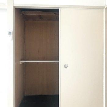 収納もしっかりと!反面は玄関側からの収納になっています!