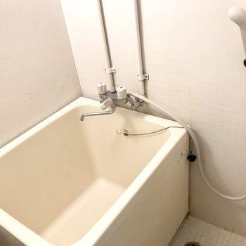 お風呂はレトロ~!丸っこくてかわいいな。