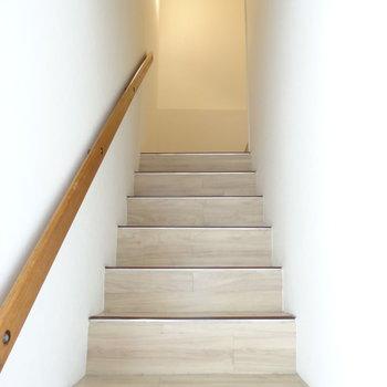 こちらの階段をのぼって・・・