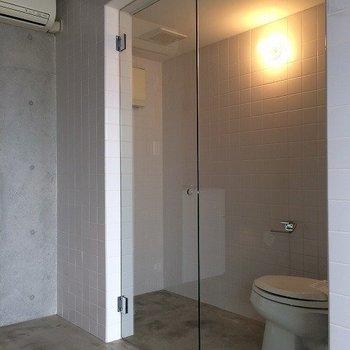 トイレ達は上手く隠してください。 ※写真は同間取り別室です。