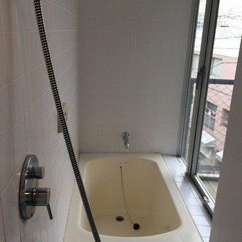 お風呂からも外が!! ※写真は同間取り別室です。