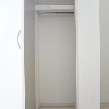 キッチン横にはこんな収納スペースも。