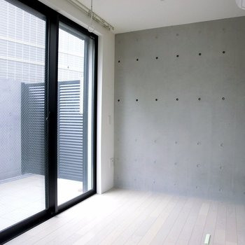 大きな窓。  ※別階反転間取り別部屋の写真です