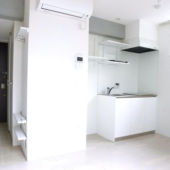 真っ白×コンクリ  ※別階反転間取り別部屋の写真です