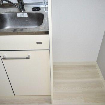 冷蔵庫はキッチンと隣に置きましょう。