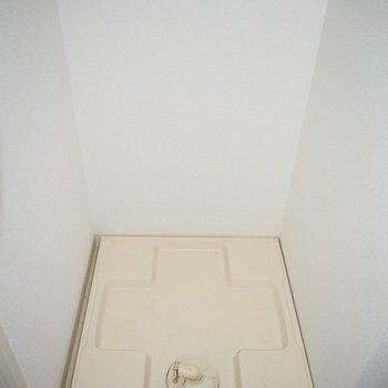 洗濯機置き場はお風呂のすぐ隣。
