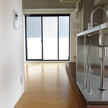 デザインキッチンです※写真は8階の同間取り別部屋のものです