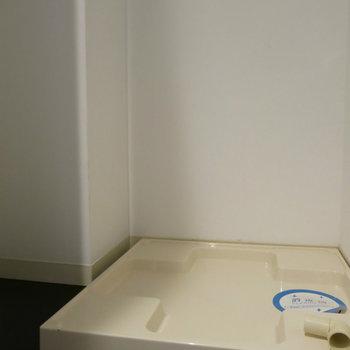 洗濯機は玄関横に(※写真は3階の同間取り別部屋のものです)