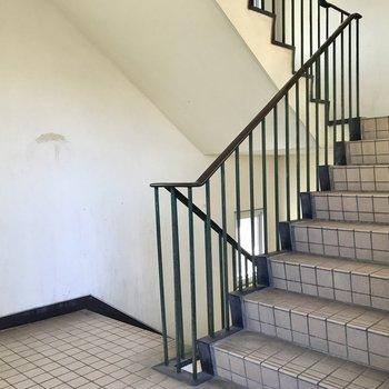 階段をのぼって2階まで
