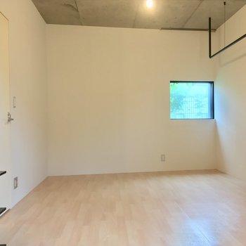 白い部屋感!反対側の壁はちょこっと斜め※写真は前回募集時のものです