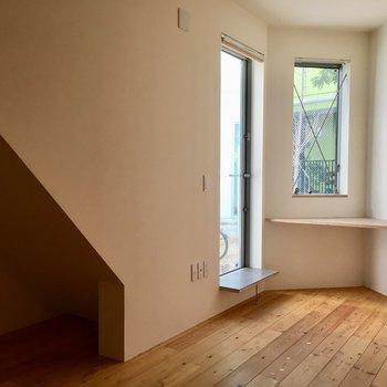 お部屋の奥に斜め天井のスペースが。※写真は前回募集時のものです。