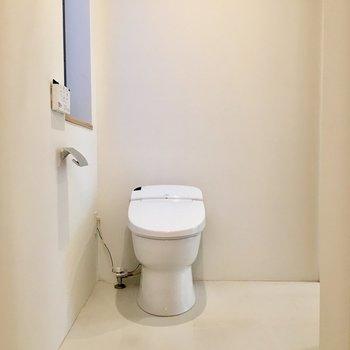 脱衣所にトイレ。広々してます。※写真は前回募集時のものです。