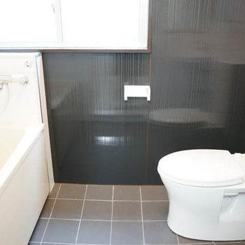 バスルームです。バストイレ同室ですがいい雰囲気。