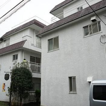 白いマンションです