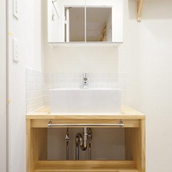 洗面台はシンプル&ナチュラル