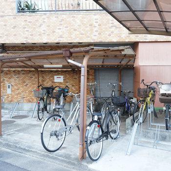 自転車置き場は敷地内にあります