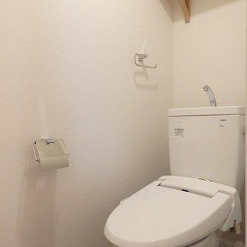 トイレ本体は既存でウォシュレットと小物を新しく※写真はイメージです