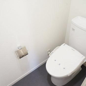 トイレ本体は既存でウォシュレットと小物を新しく