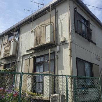 静かな住宅街のアパートです。