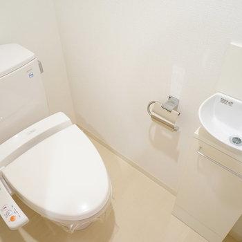 トイレは機能的で洗面台もうれしい♪※写真は別室