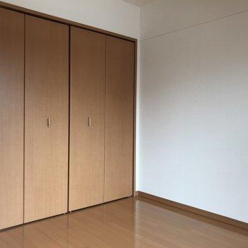 こっち側が寝室スペースかな