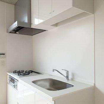 キッチンはホワイトでうすっきりと。