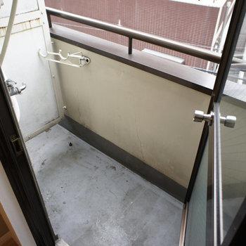 バルコニーに洗濯機置き場です。※写真は前回募集時のものです