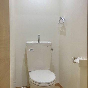 トイレはもちろんウォシュレット付き。
