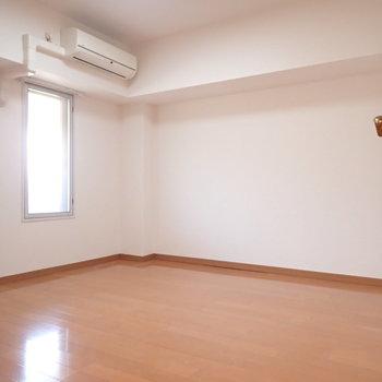 玄関に近い洋室はフツウのお部屋でした。