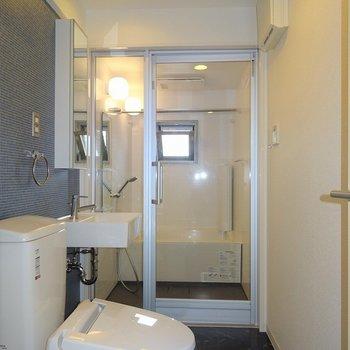 バスルームが丸見え※写真は別室です。