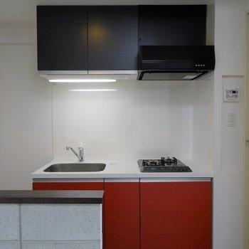 真っ赤なキッチンは※写真は別室です。