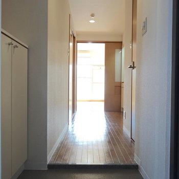 玄関まで伝わるお部屋の明るさ