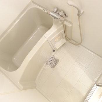 お風呂には浴室乾燥機付き!