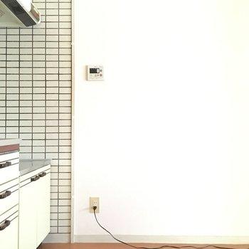 キッチンの横が冷蔵庫置場になりそうですね。(※写真は通電前のものです)