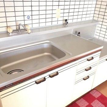 キッチンはシンクが大きくて食器も洗いやすい◎(※写真は通電前のものです)