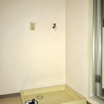 洗濯機置き場の横のスペースは収納として活用しようかな?(※写真は通電前のものです)
