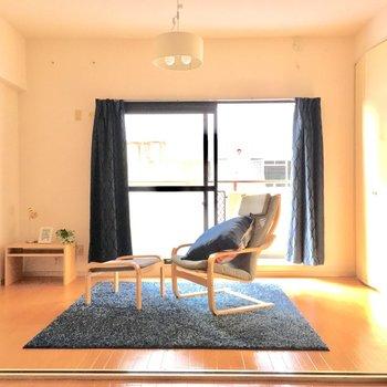 白を基調とした清潔感のあるお部屋です。(※写真は通電前のもので、家具は見本です)