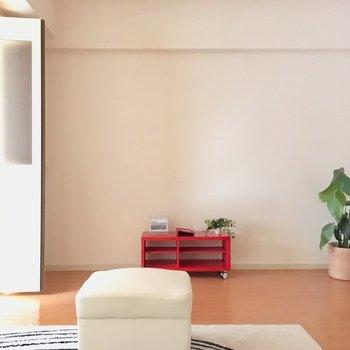 ダイニングテーブルやソファも置けそうですね。(※写真は通電前のもので、写真の家具は見本です)