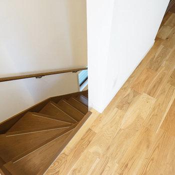 階段は既存の床板です
