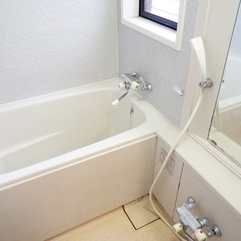 【工事前】お風呂には窓付き