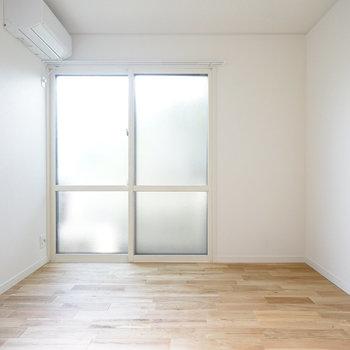 1階の6.5帖洋室も明るい!