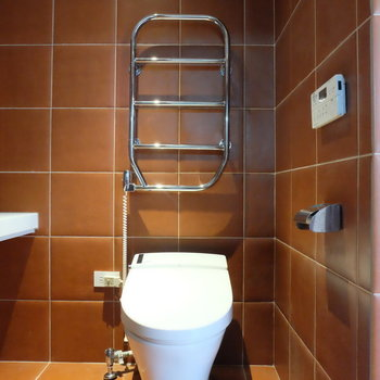 トイレにヒーター!暖かいぞ。*写真は同間取りの別部屋