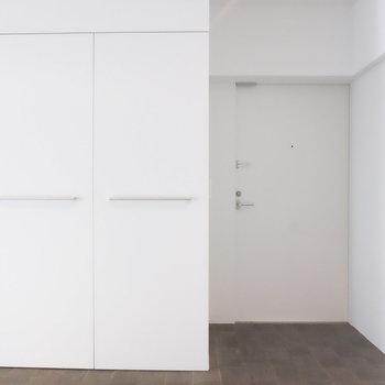 玄関の石畳がクールです*写真は同間取りの別部屋
