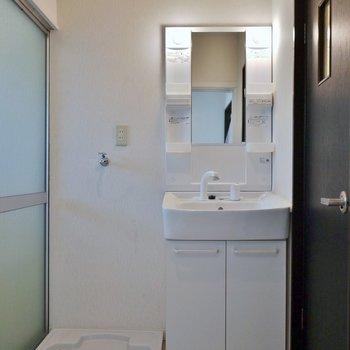 ゆったりとした洗面所※写真は前回募集時のもの。