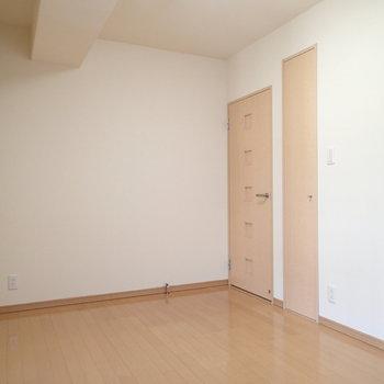 2つのお部屋は共に6帖ほどです。