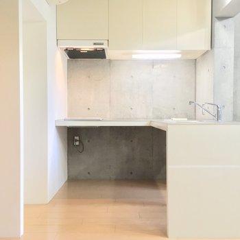 大きなキッチンはL字型!