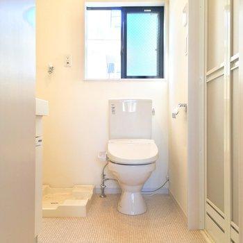 キッチンのさらに奥にはサニタリー!トイレもこちらに※写真はクリーニング前です