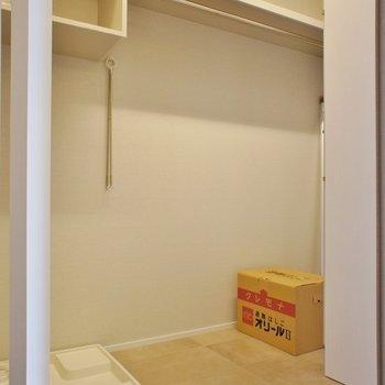 収納、洗濯機置き場は廊下に※写真は同じ間取りの別室(301)