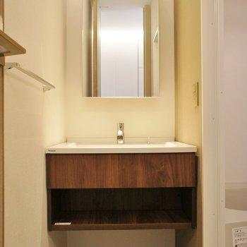 洗面台、デザインいいね!※写真は同じ間取りの別室(301)