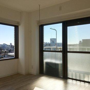 最上階・角部屋で、窓からの景色がとても景色が開けています!